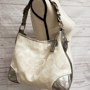 COACH PEYTON SIGNATURE SATEEN WHITE/SILVER